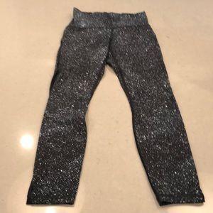 LuLulemon size 6 cropped pants